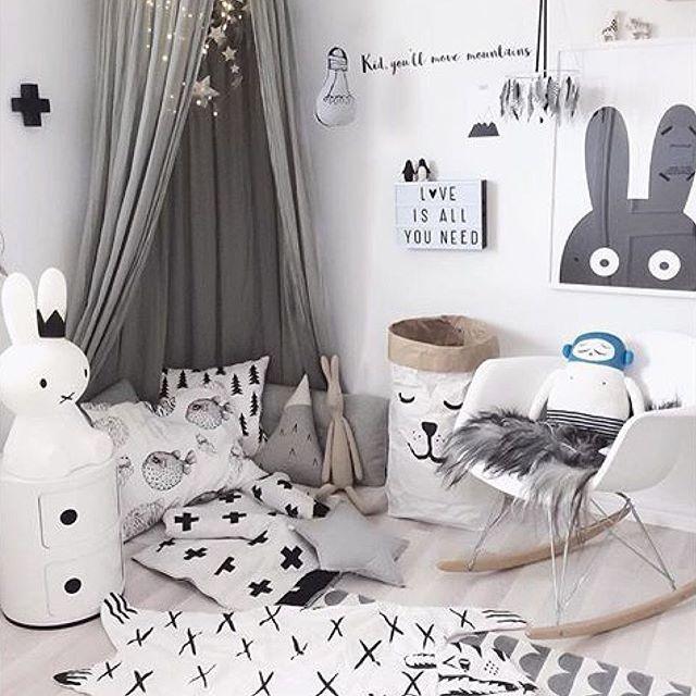 Posters från Miniwilla, Baltzar från Lucky boy Sunday, miffy lampa, Maileg kanin, förvaringspåsar och lightbox hittar ni i vår webbutik www.infant-toddler.se credit @josefinidadanielsson