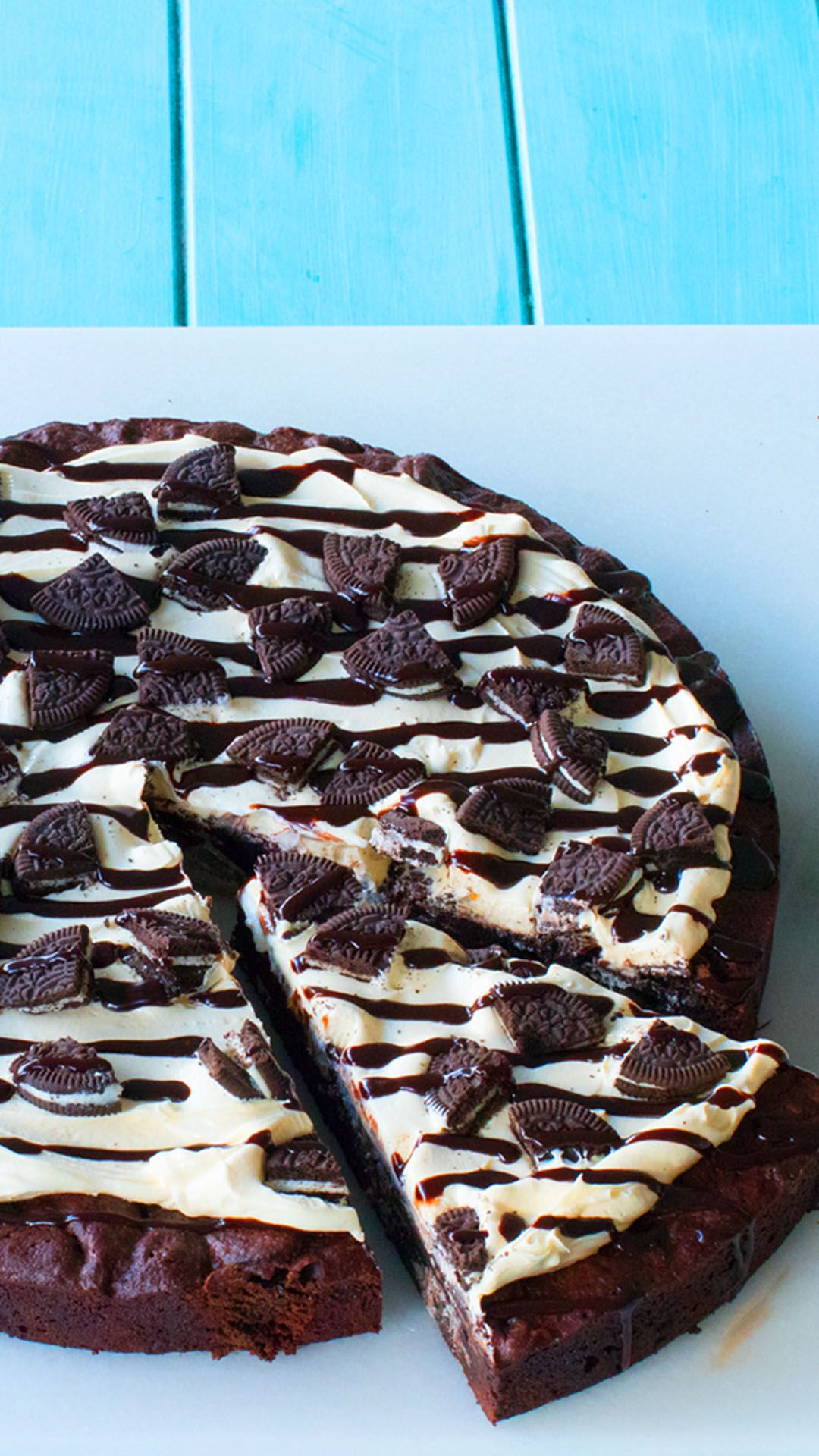 Photo of Fudge Brownie Oreo Pizza