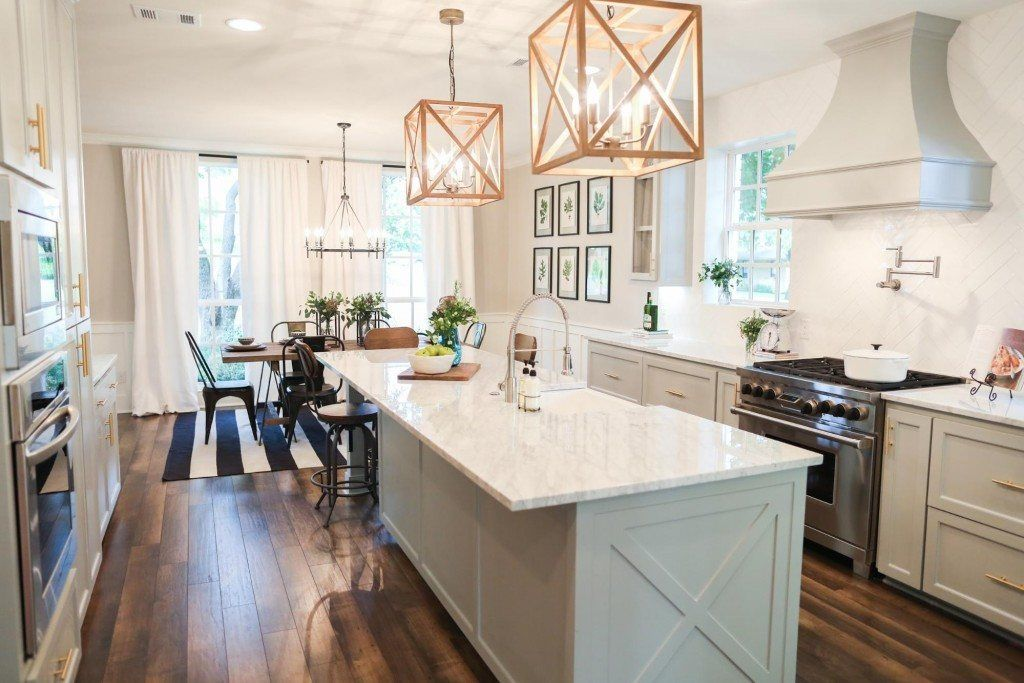 Fixer upper joanna gaines house seasons and pendant for Kitchen ideas joanna gaines