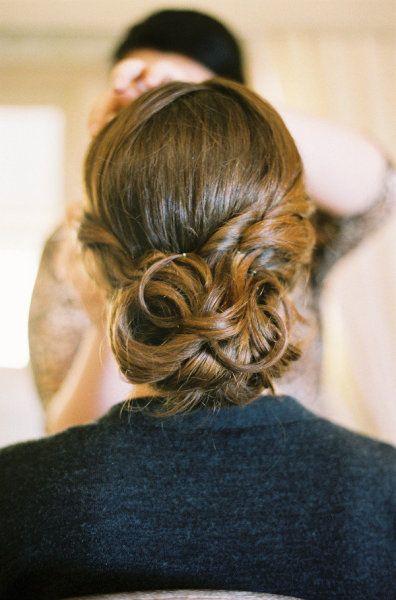 style me pretty - real wedding - usa - virginia - charlottesvile wedding - pippin hill farm & vineyards - bride - getting ready - wedding hairstyle - updo