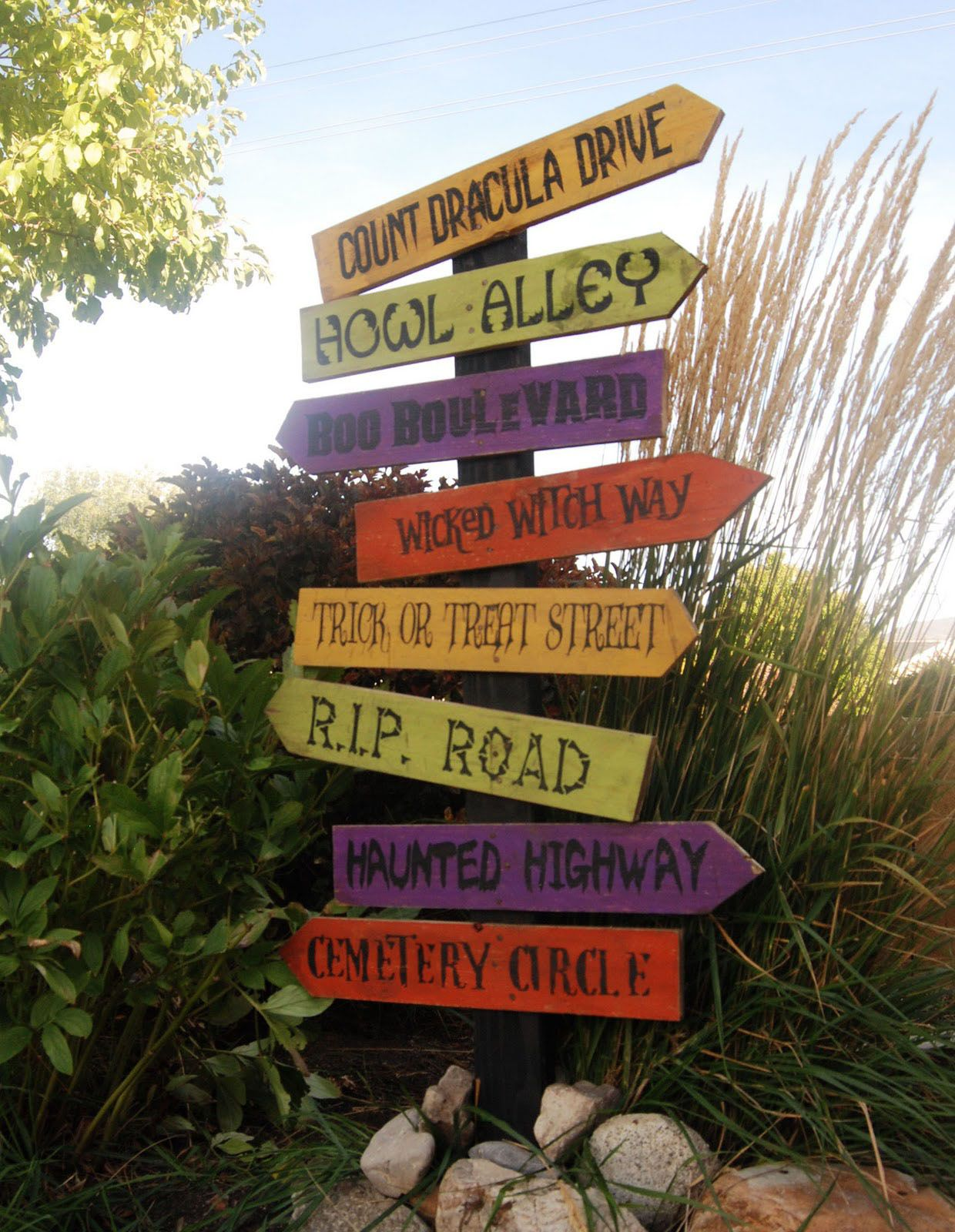 Outdoor Halloween Decorating Ideas fun Halloween fonts  This - Pinterest Outdoor Halloween Decorations