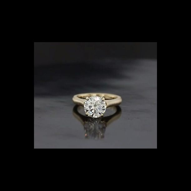 perfect ring Love the brushed gold look…not too yellow and not