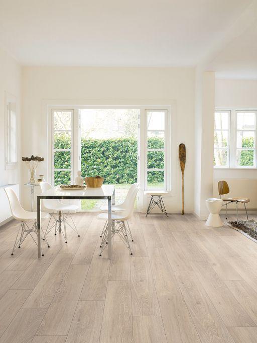 Quickstep Classic Moonlight Oak Light Planks Laminate Flooring 7 Mm Quickstep Laminates Wood Flooring