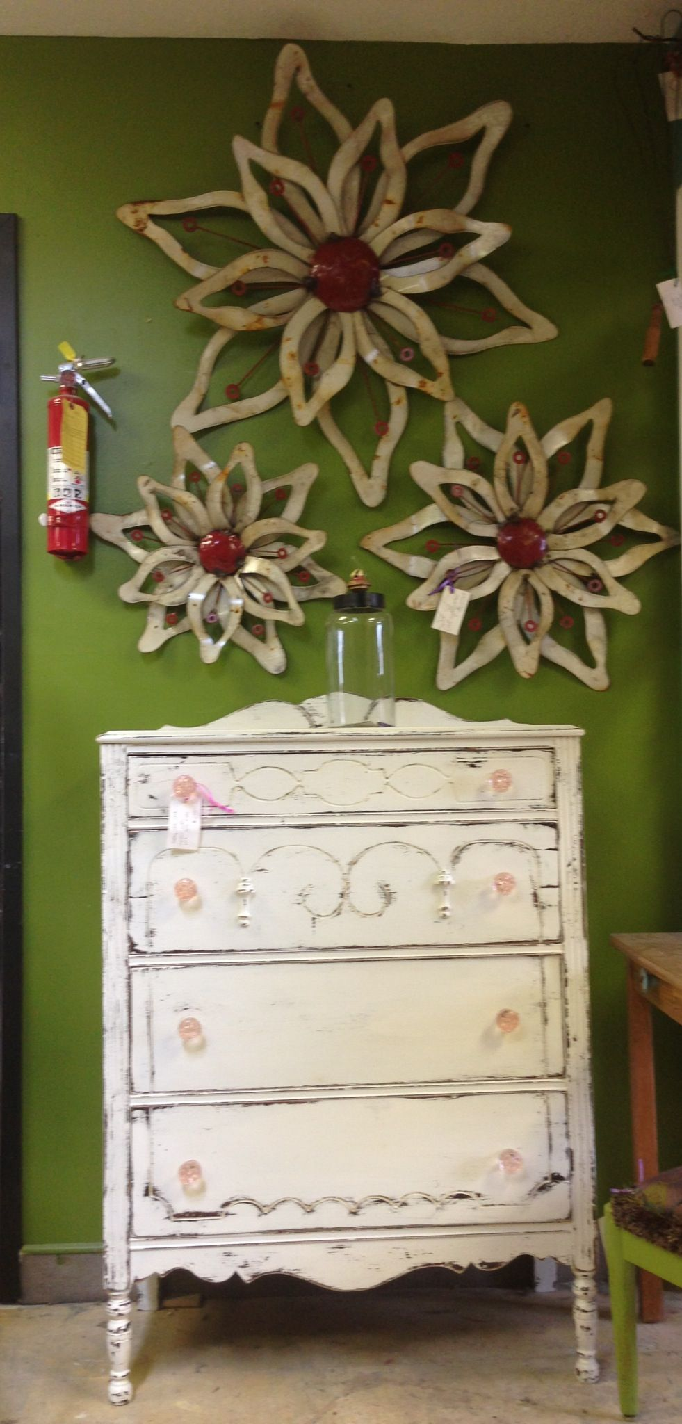 Awesome #repurposed dresser with amazing #homedecor flowers! #FM@F