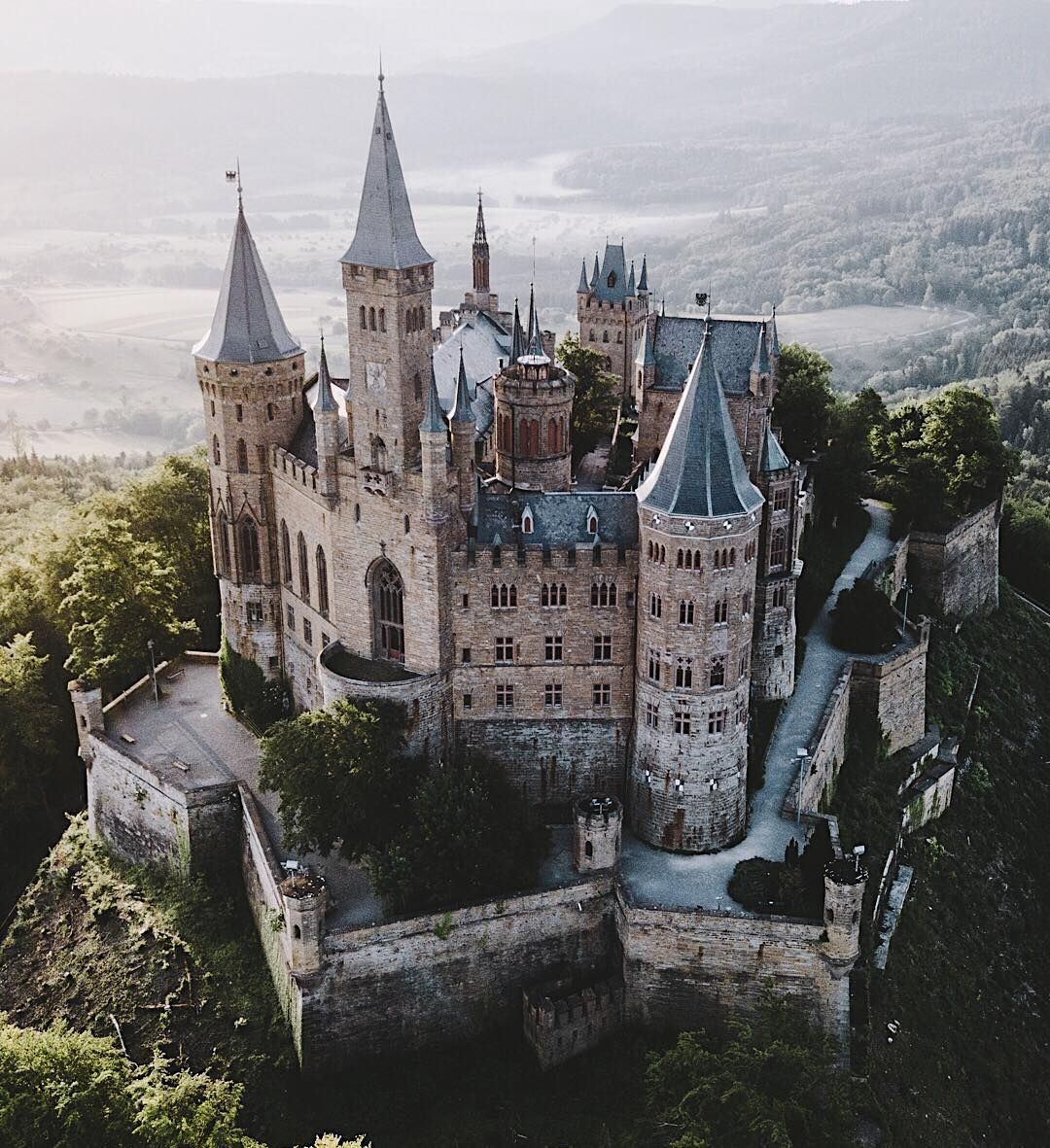 Castillo De Hohenzollern Monte Hohenzollern Hechingen In 2020 Hohenzollern Castle Germany Castles Castle