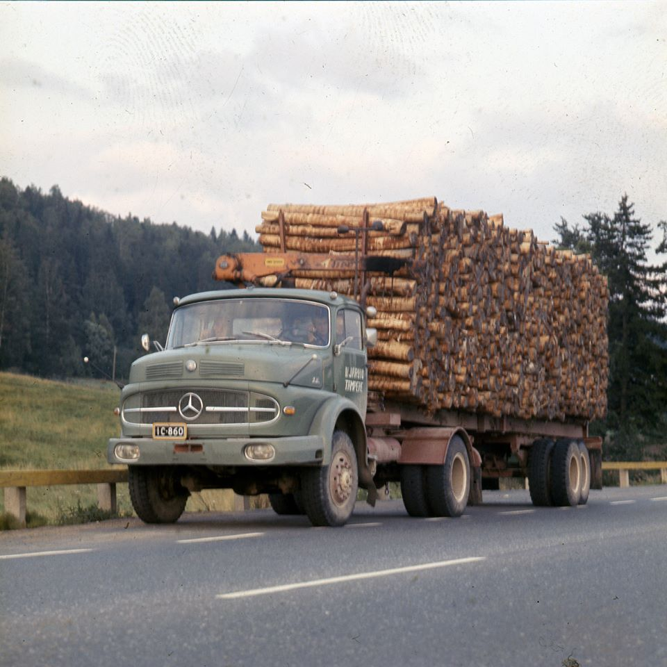 Mercedes benz legendary oldtime mercedes benz trucks for Old mercedes benz trucks