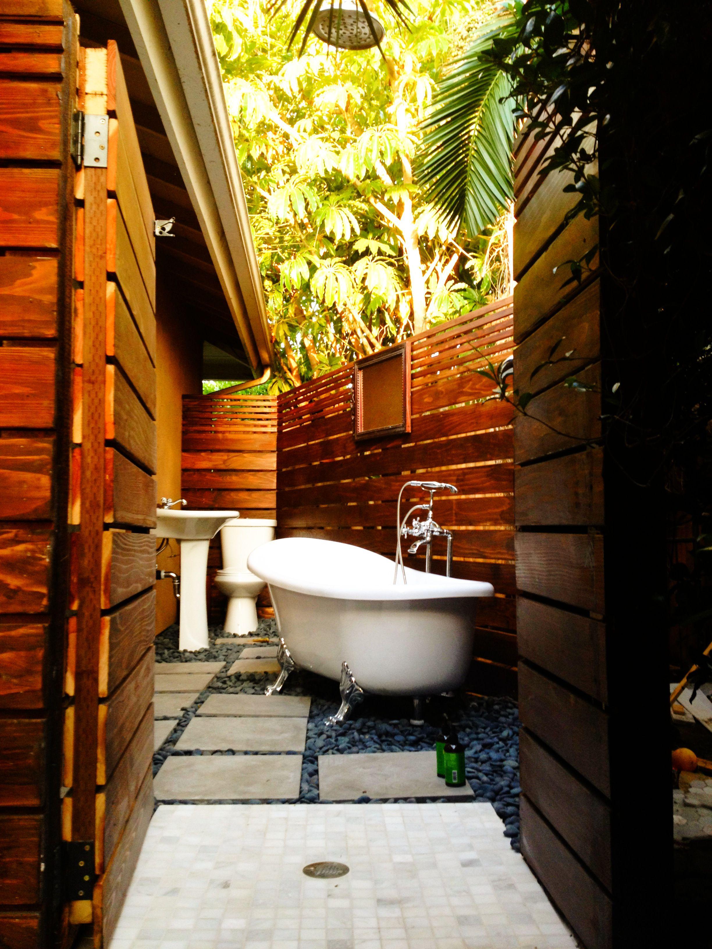 Inspiring 45 Outdoor Bathroom Designs That You Gonna Love : 45 Inspiring Outdoor  Bathroom Designs With Wooden Bathroom Wall And White Bathtub Wash Basin ...