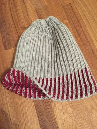 f7f6ddec This is a pattern for a two-colour fisherman's rib hat done on a ...