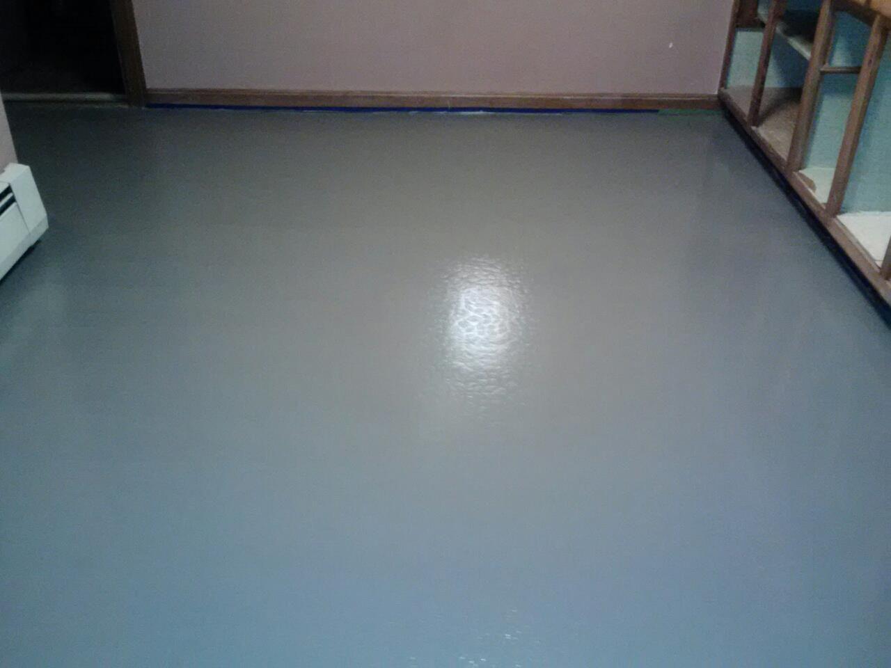 Painting linoleum bathroom floor - Painted Linoleum Floors Must Be One Big Sheet Of Linoleum In Good Shape