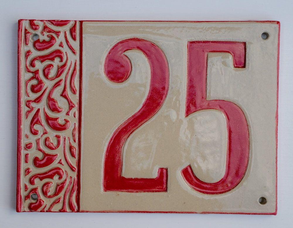 Handgefertigte Hausnummer Tafel aus Keramik, frostfest