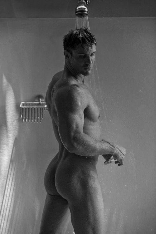 Horny Guys In Tats Showering