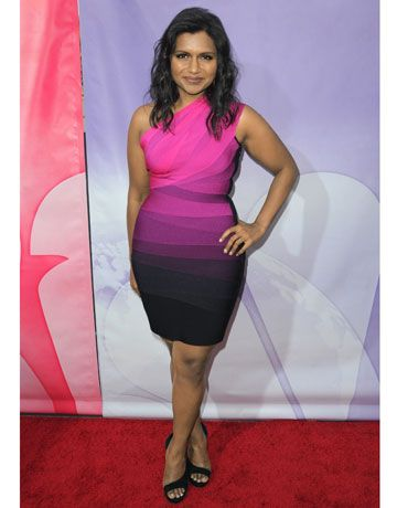 I Love Mindy Kaling And I Love This Awesome Dress Fashion Nice Dresses Mindy Kaling
