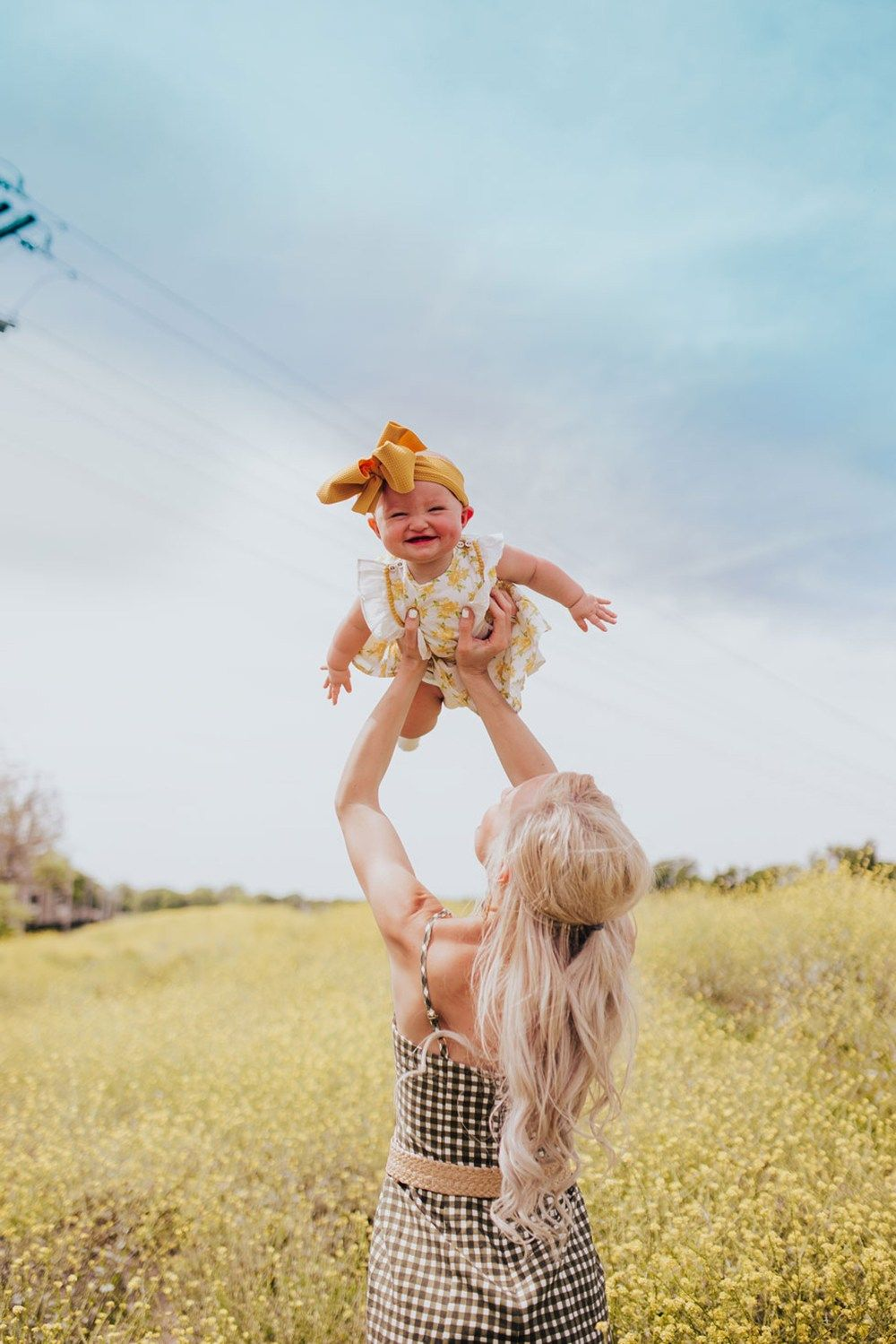 17 Family Photo Ideas and Tips For Mommy and Me Pictures | Vandi Fair