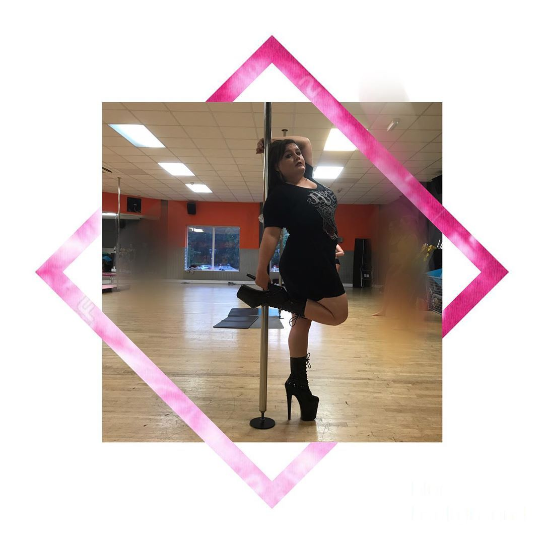 Pole • • • #cool #pole #polefitness #fitness #polemove #skill #strong strength #girl #poledancing #p...