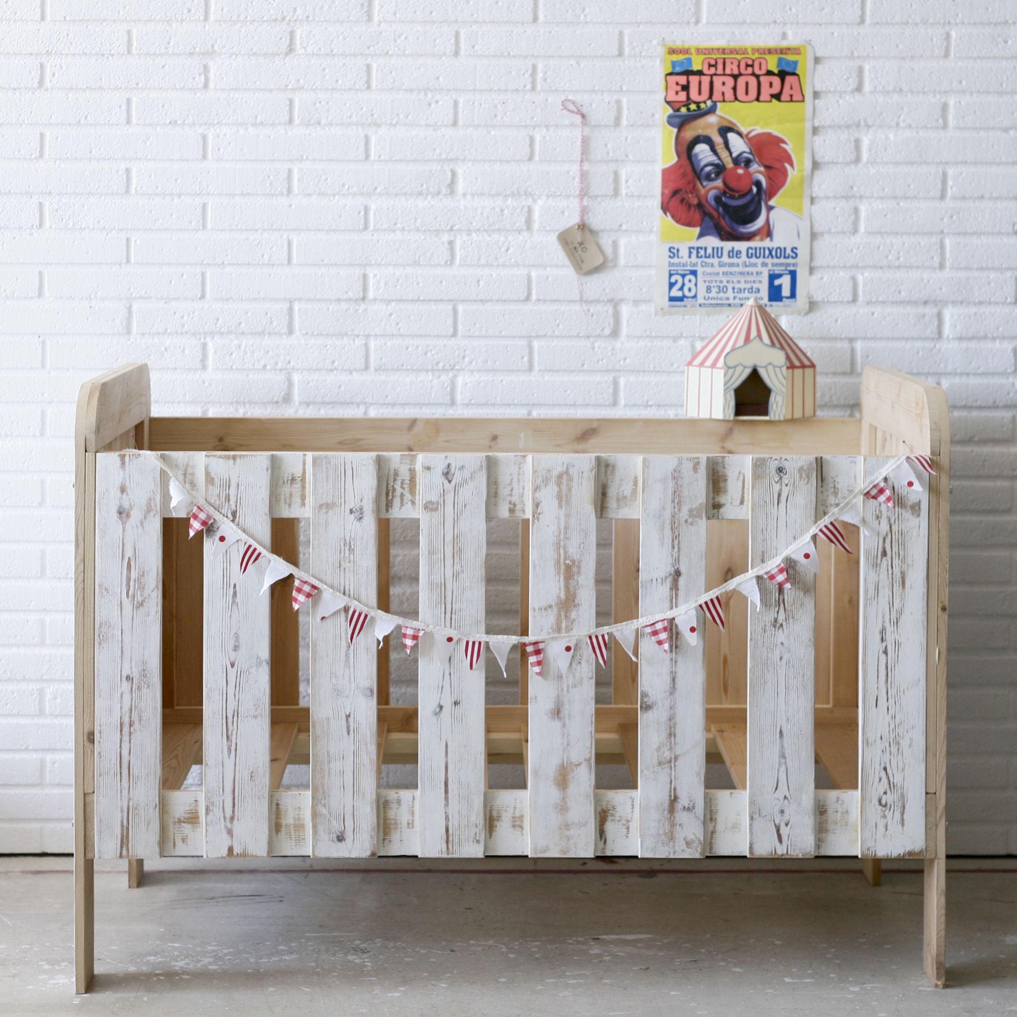 cirkus baby bed | Palets, Noviembre y Bebe