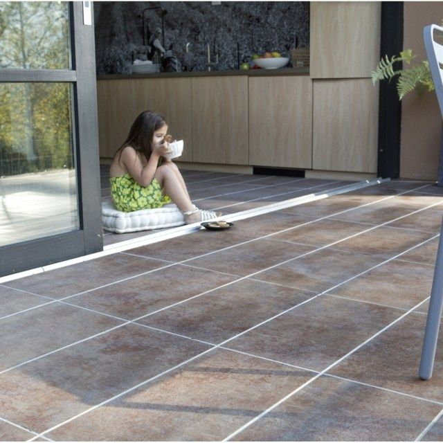 Vue d 39 un carrelage ext rieur grand format pour vorte for Carrelage exterieur grande dimension