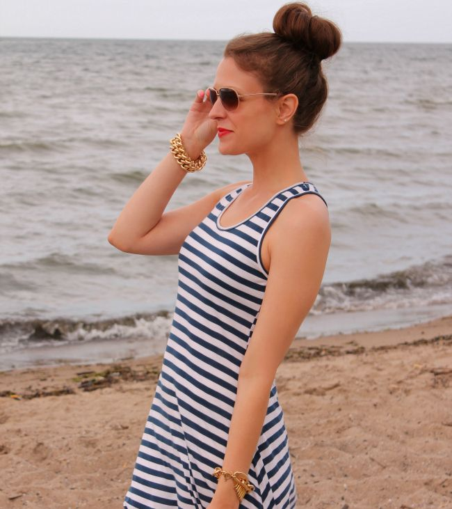 Stripes + bun at the beach