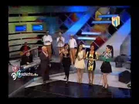 ¿Cómo se resisten las presentadoras de Divertido con Jochy a la comedera de Navidad? #Video - Cachicha.com