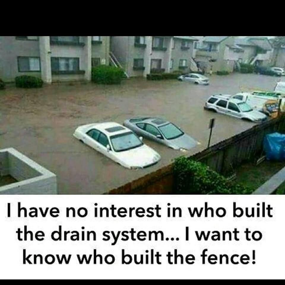 whoever built that fence has a master s in fence building finework