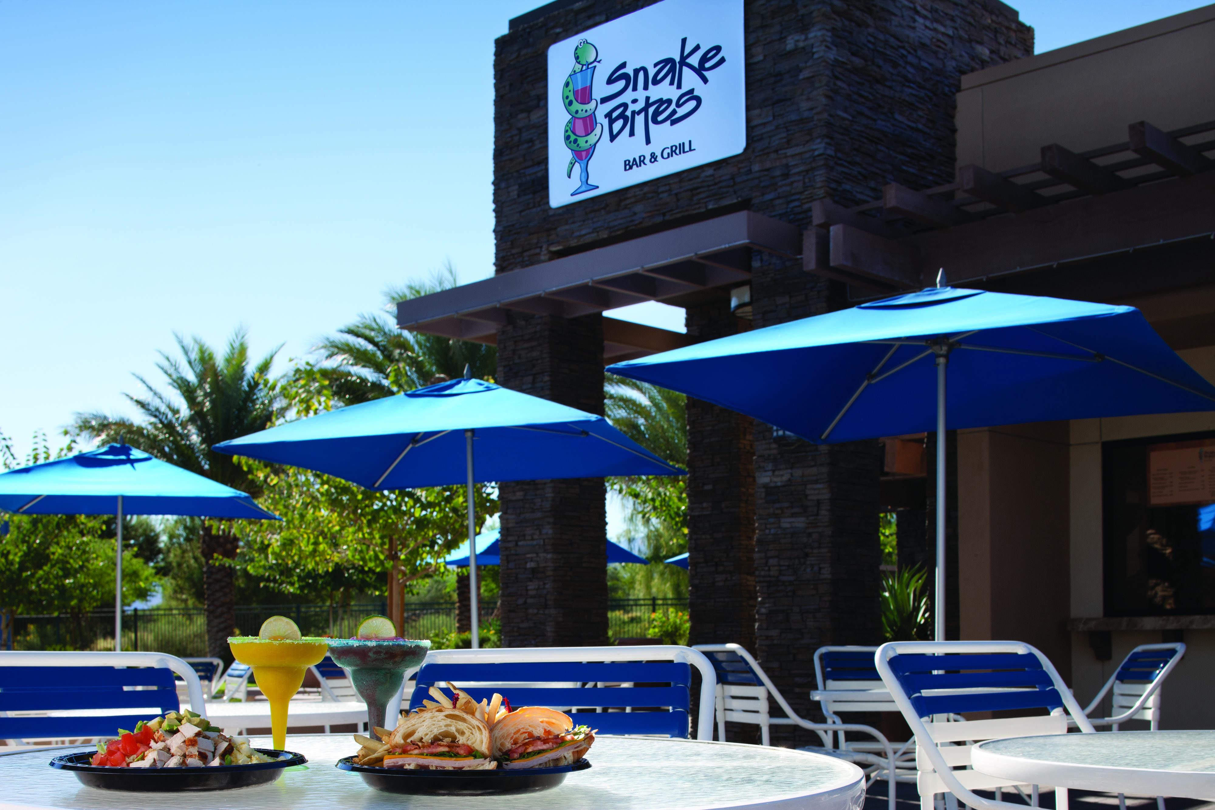 Marriott S Shadow Ridge I The Villages Snake Bites Pool Bar Palm Springs Villas Pool Bar Patio Umbrella