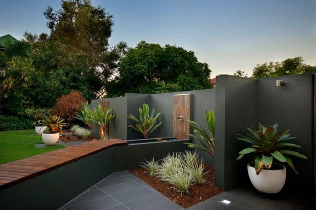 gestaltungsideen garten landschaftsbau graue wand wasserbrunnen,