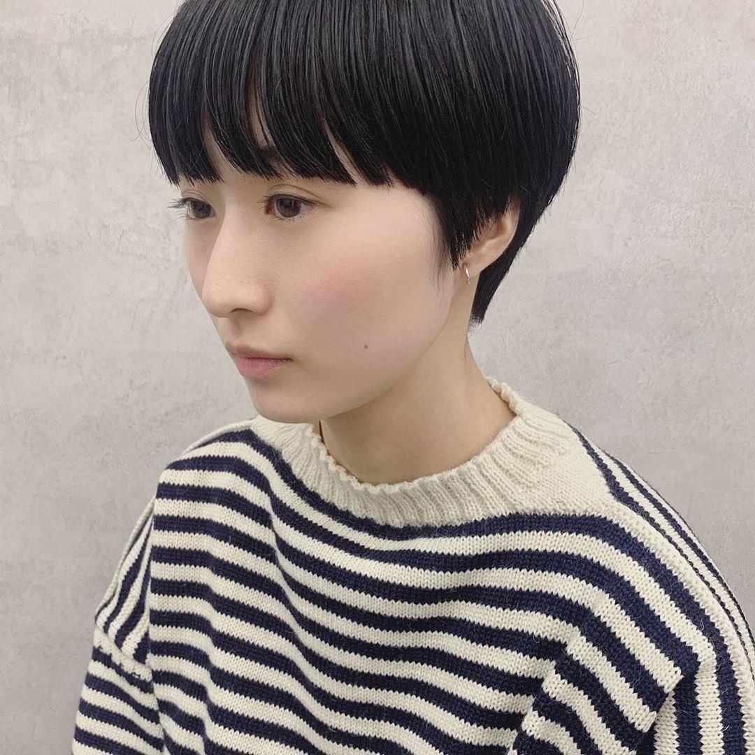 Hironori OkadaはInstagramを利用しています:「🦓 . コンパクトショート . #ボーイッシュにならないショート . 今までのえびちゃんがまとめて観れるよ→ #えび髪歴 . . #ハンサムショート #ボブヘア #ショートボブ #ワイドバング #サロンモデル #サロン撮影 #サロンモデル募集 #ヘアメイク #撮影 #作品撮り…」