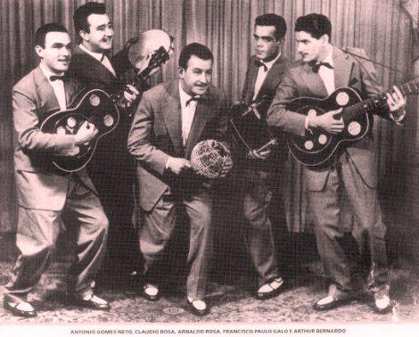 Demônios da Garoa - Em atividade desde 1943, e um grupo musical, grande interprete de Adoniran Barbosa. Em 1994, os Demonios da Garoa entraram para o Guinness Book, de onde nao sairam mais, como o Conjunto Vocal Mais Antigo do Brasil em Atividade, alem de receberem o disco de ouro pelo album 50 anos. - Pesquisa Google