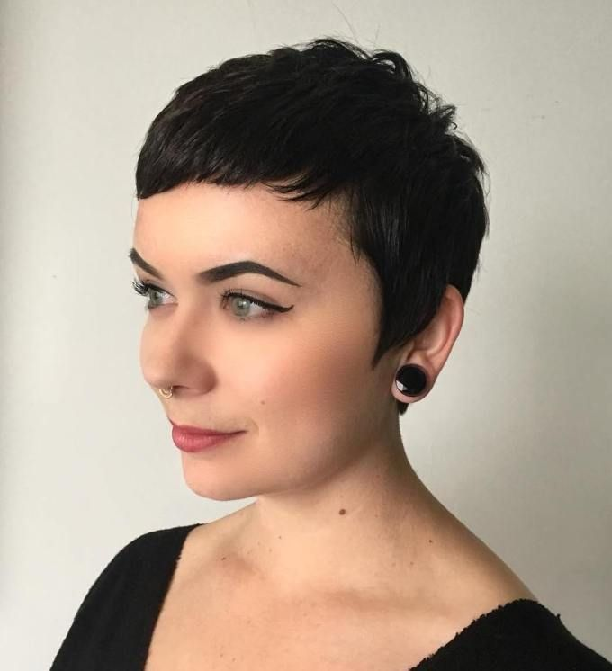 50 Short Hairstyles for Round Faces with Slimming Effect - Hadviser in 2020   Short hair styles ...