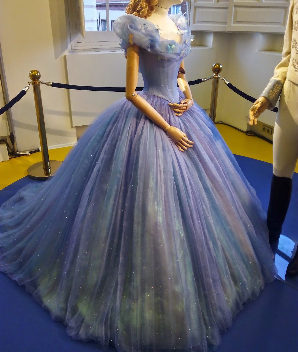 Sexy Ball Gown Cinderella Quinceanera Dress Boat Neck Off The Shoulder  Puffy Tulle Sweet 15 Party Gowns 2018 Vestidos de 15 anos a3522253494b