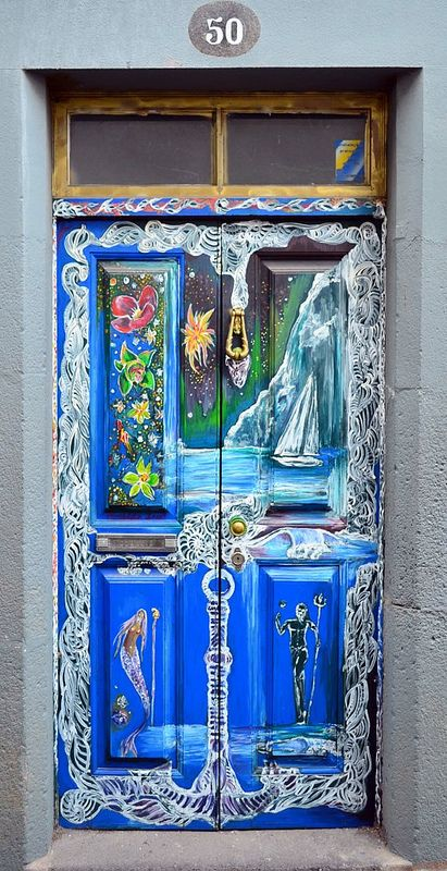 Artwork on doors in the old part of town Funchal Madeira : artwork on doors - pezcame.com
