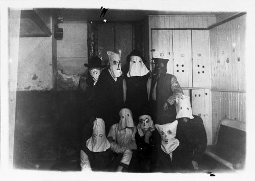 These Old Homemade Halloween Costume Photos Are Scary As Hell ...