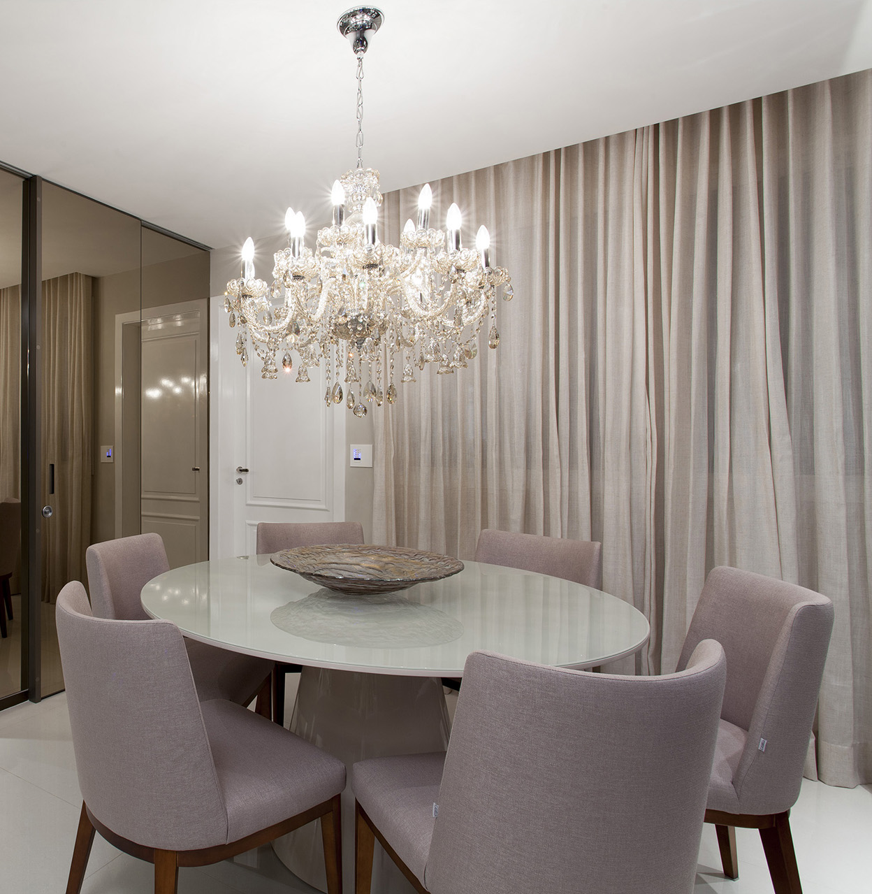 10 salas de jantar com mesas redondas e decor sofisticado for Mesas redondas modernas