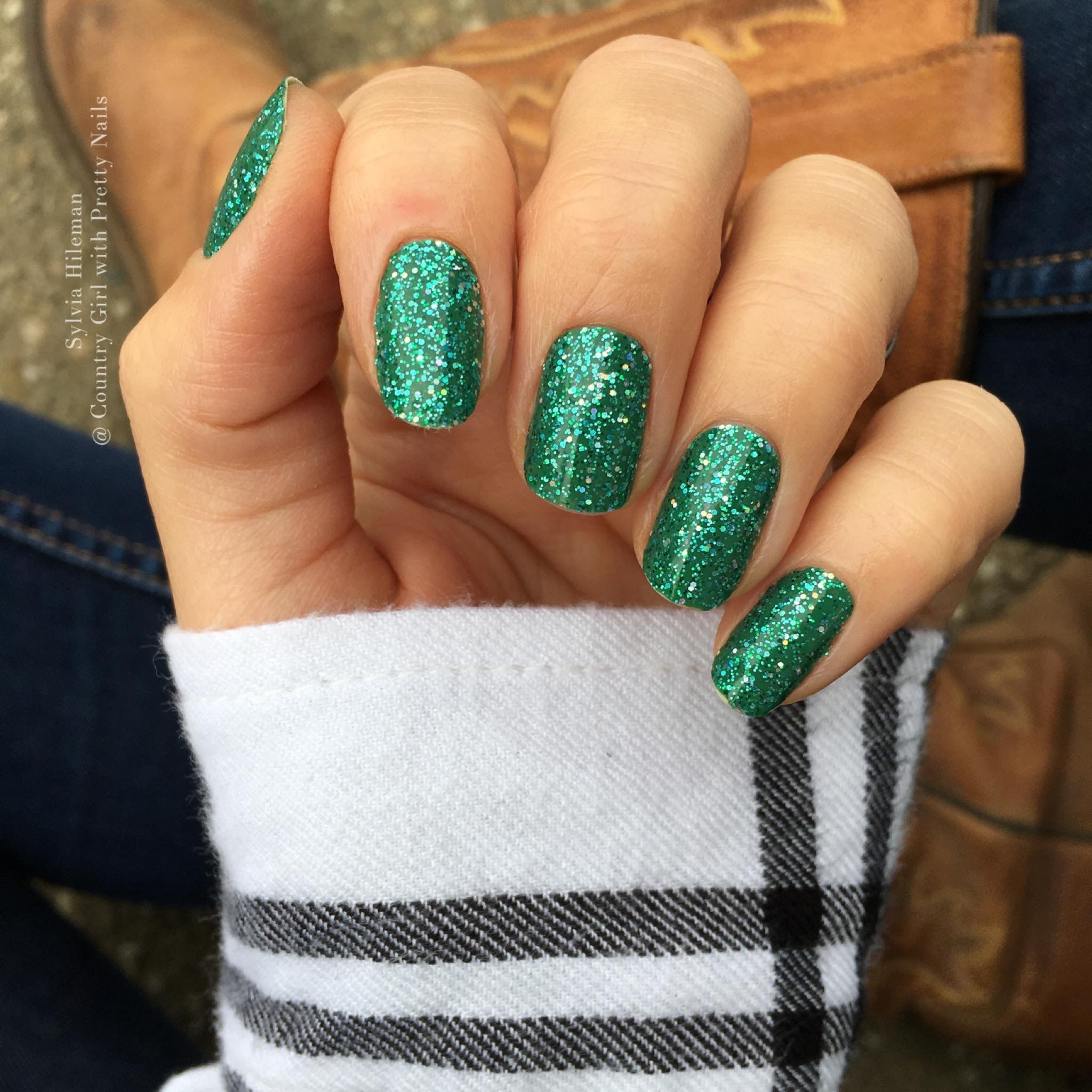 Easy Christmas Glitter Nails Christmas Nails Easy Christmas Nails Diy Christmas Nails