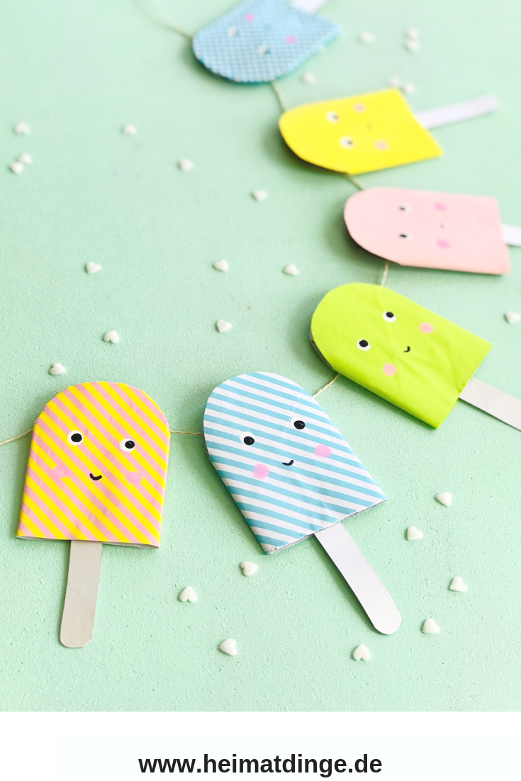 Recycling  mit Kindern: Heute zeige ich dir, wie du eine umweltfreundliche Eis  Girlande aus Klorollen und Tetrapak ganz einfach basteln kannst. Ob als  Party Deko auf einer Eis Party auf dem Kindergeburtstag oder als Sommer  Deko fürs Kinderzimmer, diese zuckersüße Eisgirlande sieht so cool aus. Die Bastelidee eignet sich auch  toll als Upcycling Projekt für die Grundschule. Viel Spaß beim Eis  basteln. #eis#basteln#grundschule#idee#upcyclingfürkinder#recycling