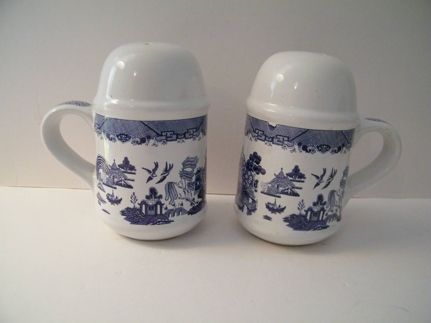 Blue Willow Salt And Pepper Shakers By Heritage Mint