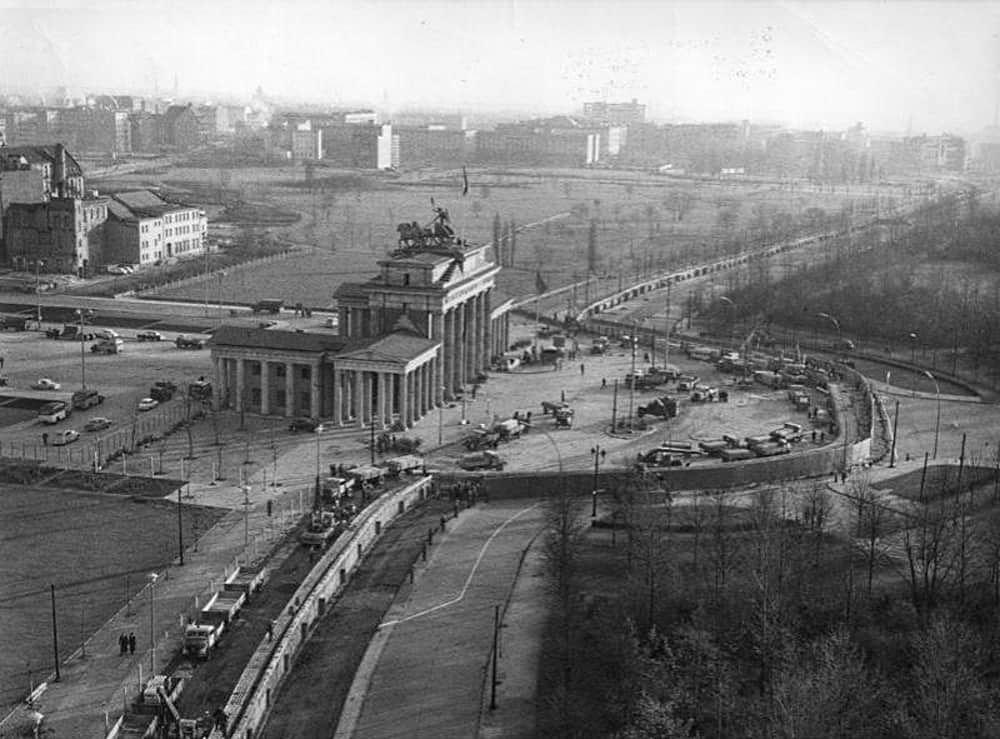 Mauerbau 13 August 1961 Segu Geschichte 1961 Mauerbau Mauer Tor Brandenburger Geschichte Segu Bild August Ausbau Berliner In 2020 Berlin Wall West Berlin Germany