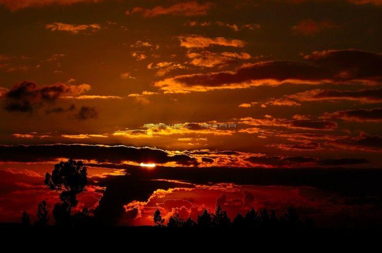 Hay instantes en los que la luz, los colores e incluso todo lo que nos rodea se convierten en algo idílico, que te invitan a vivir un momento mágico en un mundo de inigualable belleza, tan puro que el corazón se arremansa en él. (Daniel Agra)  #Landscape | #Paisaje