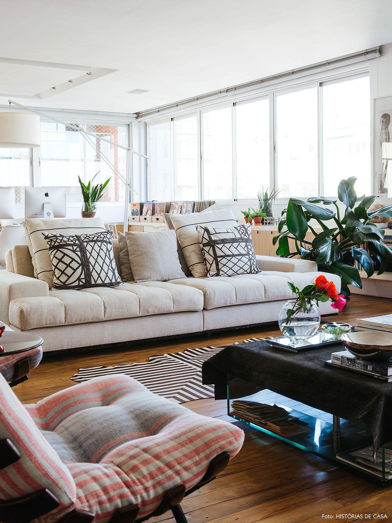 Beautiful Sofá Bege Com Almofadas Geométricas E Ao Fundo Home Office. My House, Home  Office