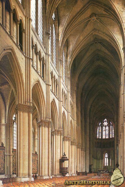 Nave central de la catedral de Chartres. -8