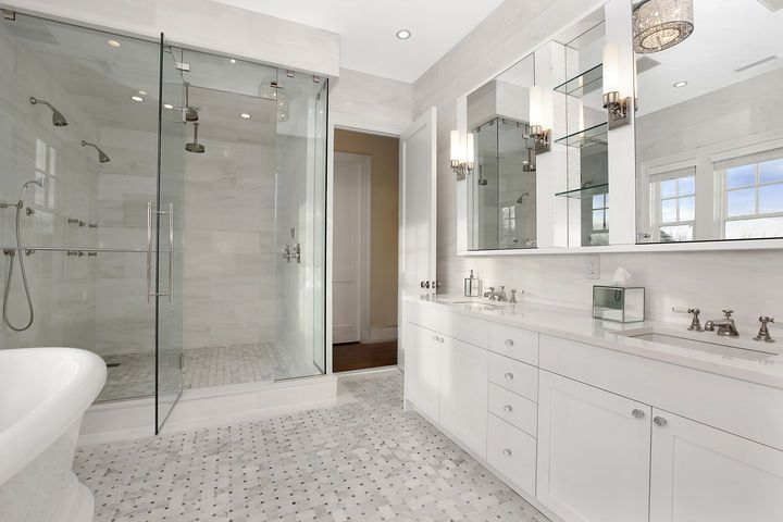 20 flawless all white bathroom designs white bathrooms for All bathroom designs