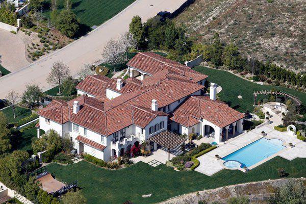 Khloe Kardashian Buys Justin Bieber S House In Calabasas Report