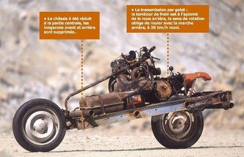 Trasforma l'auto rotta in una moto e scappa dal deserto [FOTO]