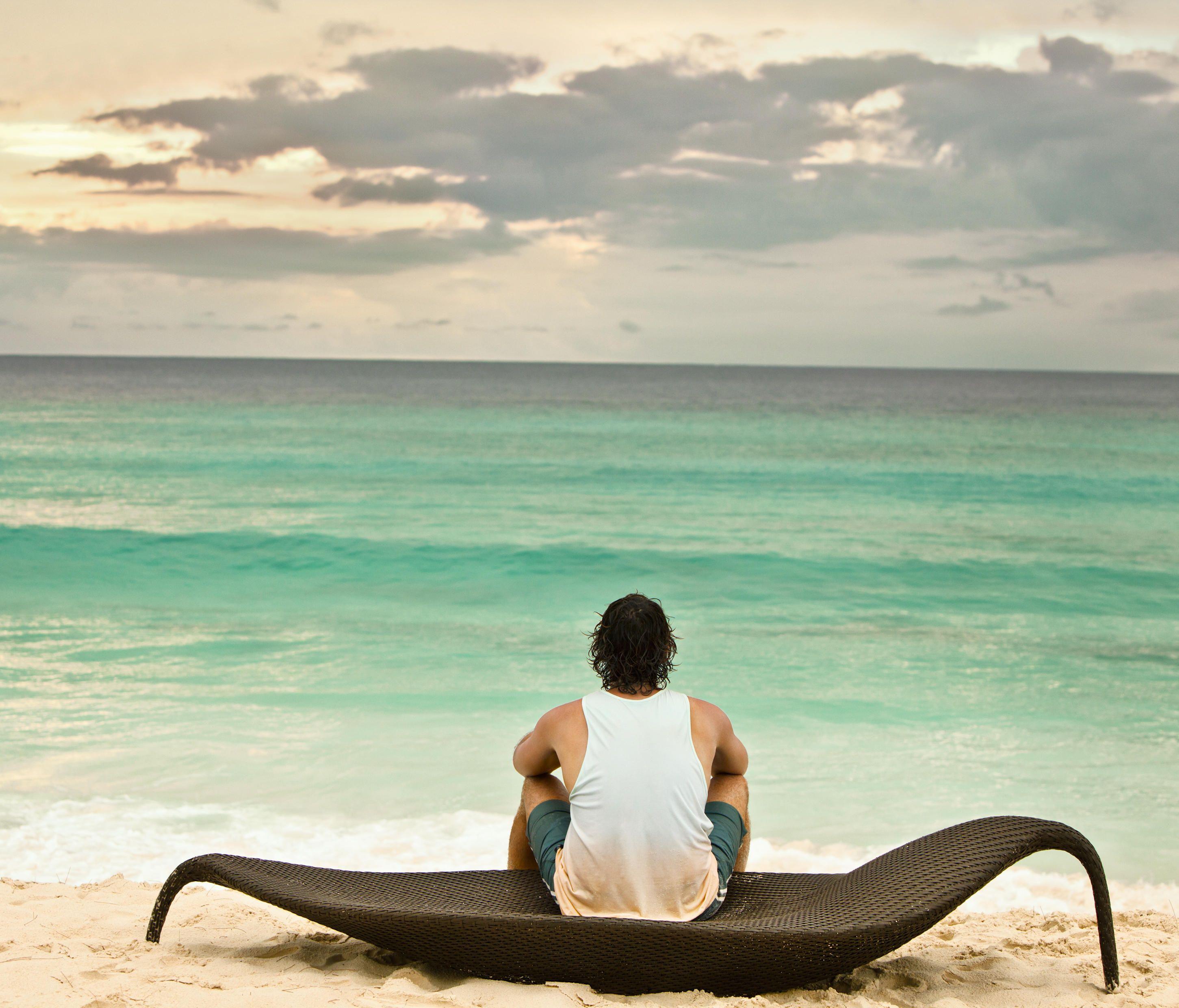 Leaf beach chair xxl designer sun loungers from dedon all