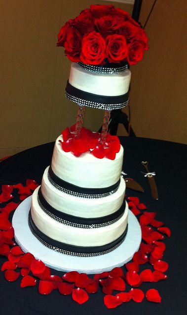 Black and White Wedding Cake with Red Roses | Flickr - Photo Sharing!