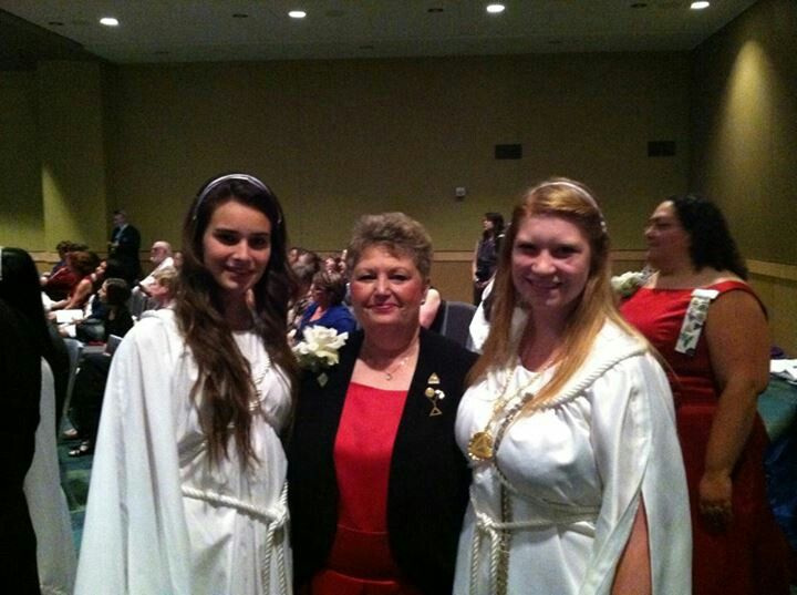 Shelby Maples (L) , Mi JDI Grand Bethel Sr Princess escorting Jeannie Link-Johnson, Supreme Guide  (Center)  at 2014 Supreme Session