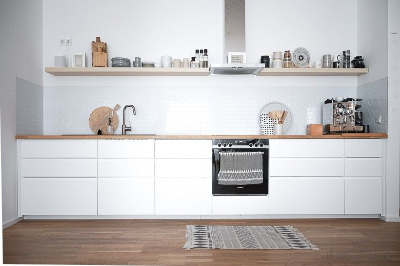 Metro Fliesen in der Küche: Küchenrückwand aus Fliesenaufklebern