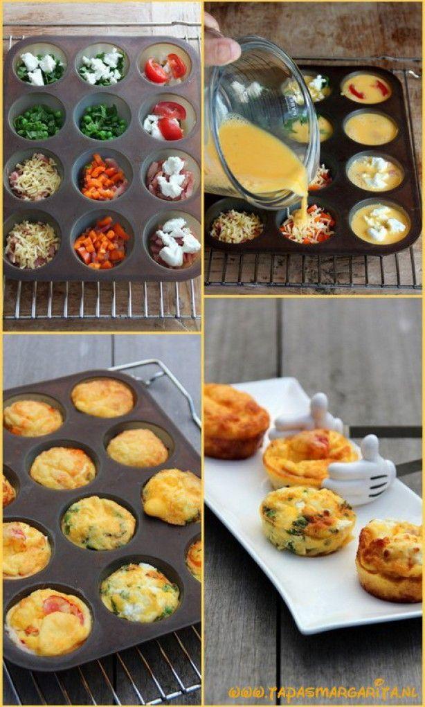 Mini-fritta's. Bata 7 ovos e 2 colheres de sopa de leite com um pouco de sal e pimenta. Unte uma forma de muffin para 12 pcs . Adicione o seu recheio favorito para , por exemplo, ervilhas com hortelã fresca , queijo de cabra, cogumelos salteados , bacon, queijo ralado , tomate cereja e pimentões e em seguida, divida a mistura de ovos sobre as cavidades . Asse por 15-20 minutos no forno a 180 ° C até ficar crocante e dourada. Deixe-os esfriar um pouco antes de retirar do molde.