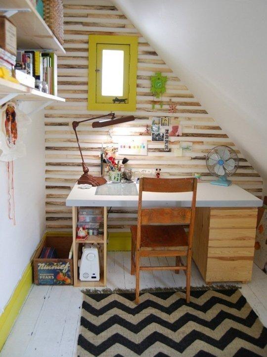 Small Space Inspiration: 10 Closets Turned Workspaces & Home Offices // Kleiner #Arbeitsplatz unter #Dachschräge