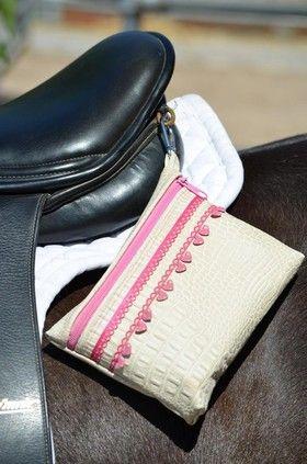 Notfalltsche an Pferd