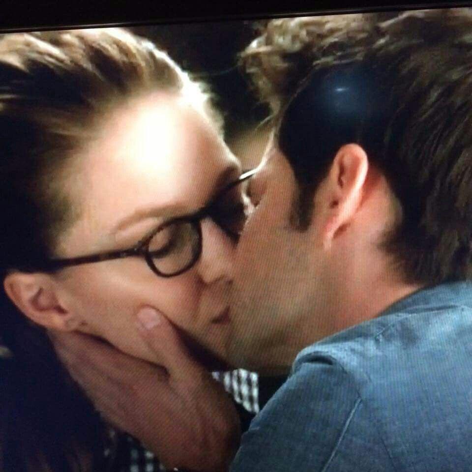 supergirl kara and winn kiss